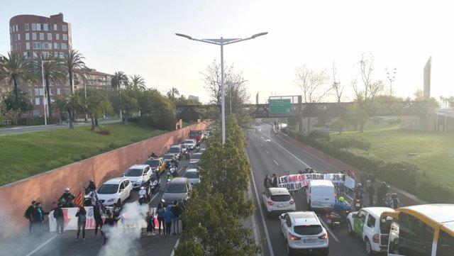 Estudiantes cortan diversas vías catalanas