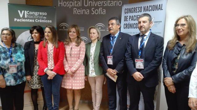 Marina Álvarez (centro) con delegadas de la Junta y responsables de Semergen