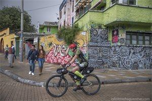 El ciclista alemán que recorre Colombia en bicicleta para hacer pedagogía del comercio sostenible del chocolate