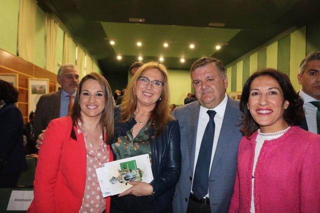 Ruiz (izda.) en la inauguración de la feria