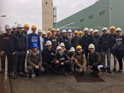 Tres grupos de alumnos visitan la central eléctrica de Mahón