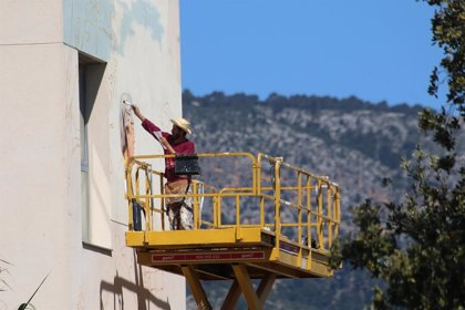 Los artistas Irene López y Joan Aguiló realizan dos murales de grandes dimensiones en la UIB