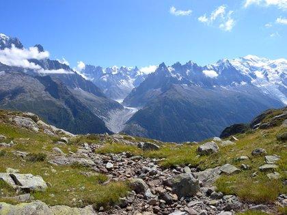 Un turista en estado de embriaguez escala por error una montaña de 2.400 metros en Los Alpes buscando su hotel