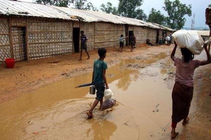 Las llegada de las primeras lluvias a los campos de refugiados rohingya provoca inundaciones