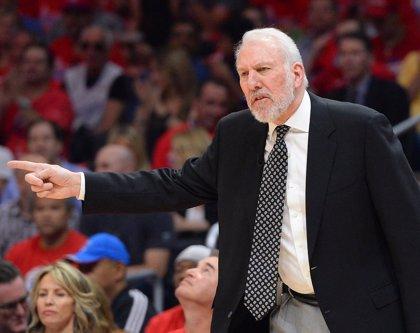 Popovich no dirigirá a los Spurs en el tercer partido ante los Warriors tras la muerte de su mujer