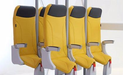 """Diseñan unos """"asientos"""" de avión para volar de pie"""