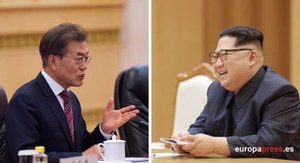 Corea del Sur y Corea del Norte acuerdan abrir mañana una línea telefónica directa entre Moon y Kim