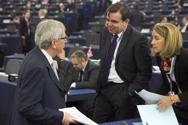 Clara Martínez Alberola, Jean-Claude Juncker, y Margaritis Schinas