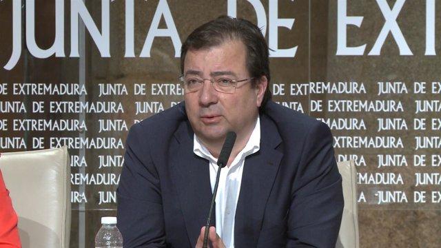 Vara en una rueda de prensa en Mérida