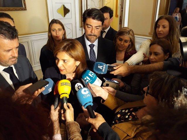 Isabel Bonig atén als mitjans aquest divendres davant Barcala