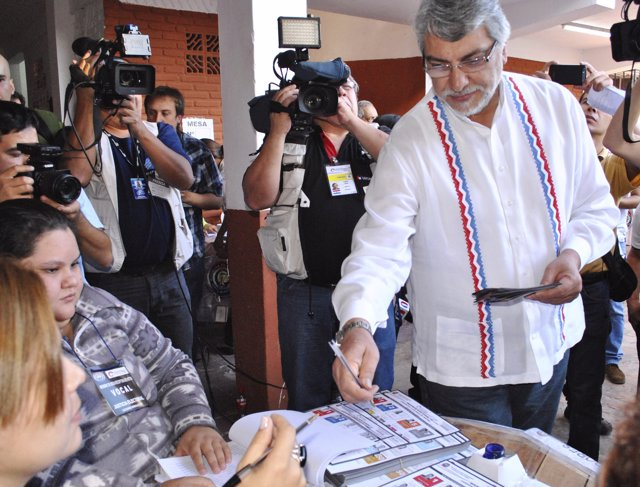 Paraguay's former president and senator candidate Fernando Lugo (R) from the Gua