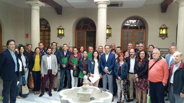Entrega de ayudas para instalar ascensores en viviendas de la provincia de Jaén.
