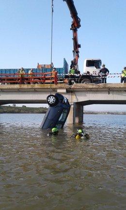 Recuperado el vehículo accidentado en la A-221, en Chiprana