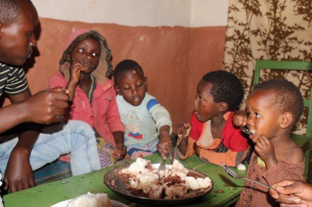 Familia de refugiados congoleños en Ruanda