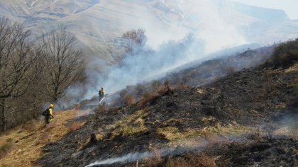Se reducen a cuatro los incendios en Cantabria, que sigue en alerta