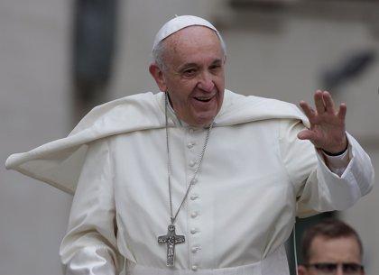"""El Papa Francisco dice a los jóvenes cubanos que """"no están solos"""" y les anima a amar a Jesús, a su tierra y a su patria"""