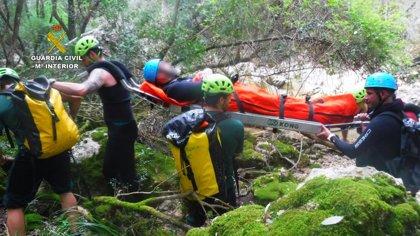 Rescatan a un hombre de 46 años que se lesionó mientras hacía barranquismo en el interior de Torrent de Coanegra
