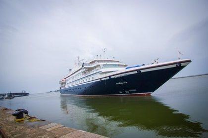El buque de cruceros 'Seadream 1' recala por primera vez en el Muelle Levante de Huelva