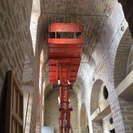 Trabajos de rehabilitación en el interior de la Casa de la Piedra de Porcuna.