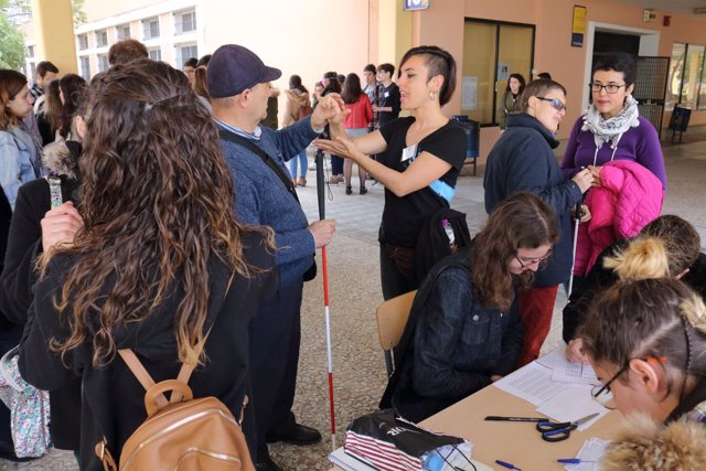 Taller sobre lengua de signos en la Universidad Pablo de Olavide