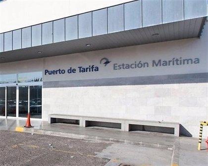 Reabierto el puerto de Tarifa (Cádiz) tras permanecer cerrado este viernes por el temporal de levante