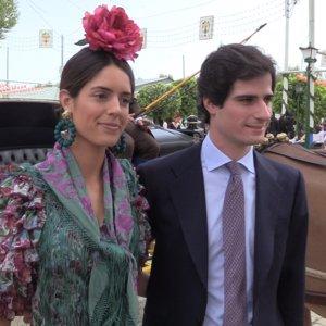 El Duque de Huéscar y Sofía Palazuelo pasean su amor por la Feria
