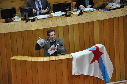 El BNG impugna la reprobación de la Mesa del Parlamento al diputado que rompió una foto del Rey