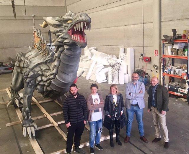 El dragón que defilará en Cáceres, durante su presentación