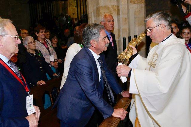 Revilla ante el Lignum Crucis