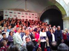 200 escriptors comencen a signar després d'esmorzar al Palau de la Virreina (EUROPA PRESS)