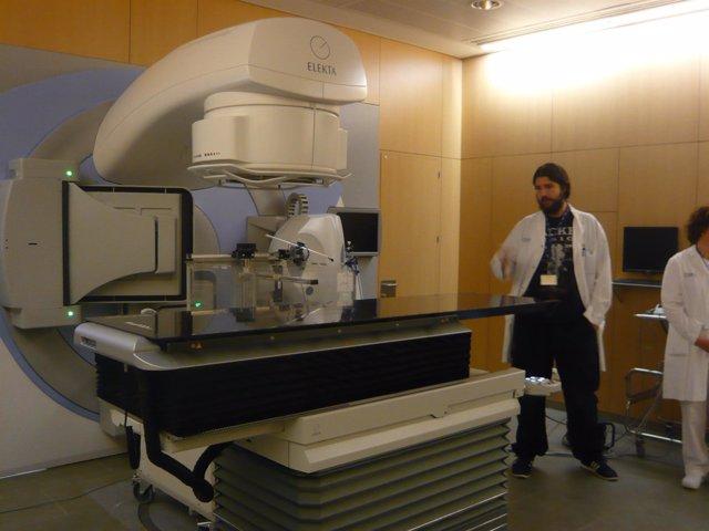 Equipo de radioterapia en el Hospital de Terrassa