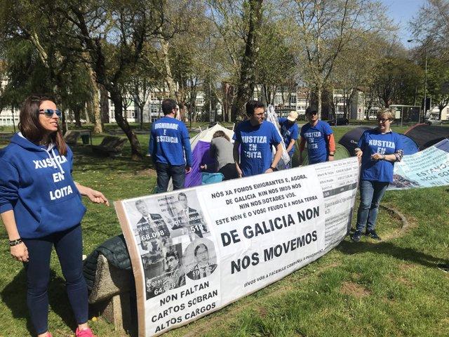 Acampada  ante San Caetano de funcionarios de justicia en huelga