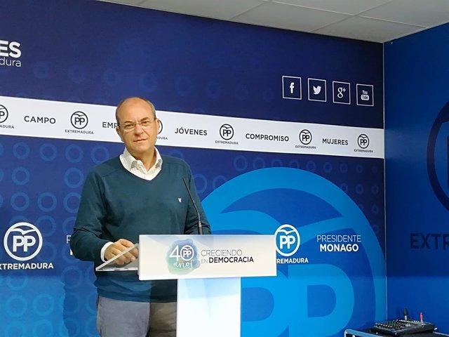 Monago en la rueda de prensa de este lunes en Mérida
