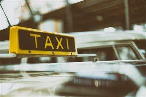 Se viraliza el nacimiento de una bebé dentro de un taxi en Colombia