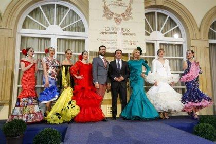La moda de Curro Ruiz desfila en el Patio de Luces de Diputación para visibilizar la fibrosis quística