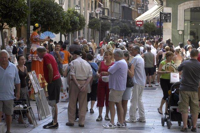 Turistas en Palma de Mallorca. Imagen de archivo