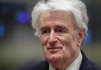 Karadzic pide en La Haya la anulación de su condena por genocidio y crímenes de guerra y un nuevo juicio