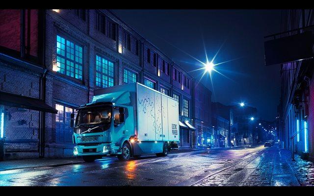 Volvo Trucks compartirá su tecnología de baterías con todas sus marcas para ahorrar costes