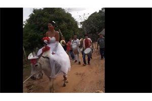Una novia peruana llega al altar en un medio de transporte poco convencional y se vuelve viral en las redes