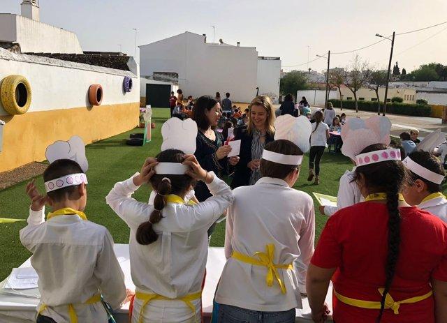 La alcaldesa de Alcalá de Guadaíra compartió con los pequeños el día.