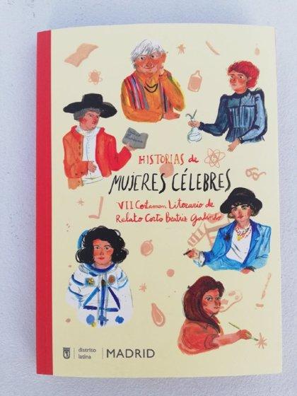 Las niñas ganadoras de certamen de relatos cortos de Latina firman el libro con sus trabajos como escritoras consagradas