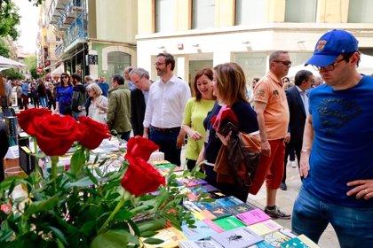 Palma celebra un Día del Libro marcado por el buen tiempo y las actividades culturales