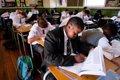 ¿COMO ES LA EDUCACION EN OTROS PAISES DONDE CONVIVEN VARIAS LENGUAS?