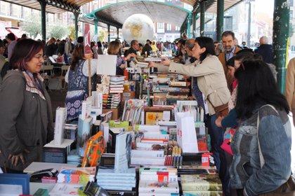 Dueñas, Vilas, Marías y Läckberg, los más demandados en el Día del Libro de Valladolid