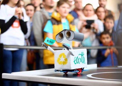Más de 240 escolares participan en el I Torneo Municipal de Robótica Educativa que se celebra en España