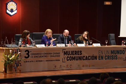 """La eurodiputada Elena Valenciano afirma que, """"para avanzar, las mujeres tenemos que desafiar al poder"""""""