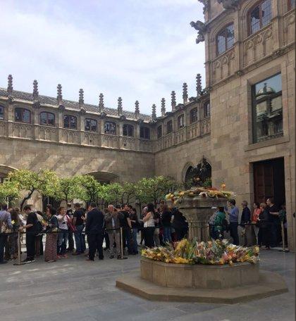 Más de 8.000 personas visitan el Palau de la Generalitat por Sant Jordi