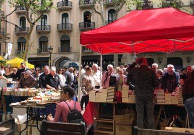 """Els llibreters celebren la """"alta participació"""" amb vendes anticipades el cap de setmana (Europa Press)"""