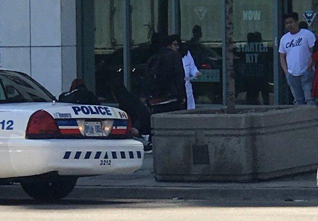 Una furgoneta embiste a una decena de personas en Toronto