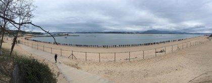 """El Parlamento pide una mesa y un plan para la Bahía de Santander que evite """"atropellos"""" como los diques"""